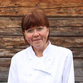 Ann Freidis Volden er kokk på Fosen Folkehøgskole.