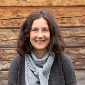 Tora Heide jobber med markedsføring på Fosen Folkehøgskole